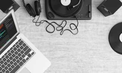 turntable-top-view-audio-equipment-159376.jpeg